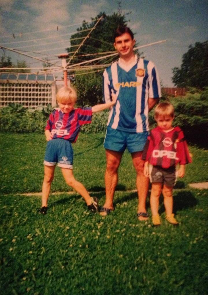 Michal Štancl, na fotce nalevo, se svou rodinou
